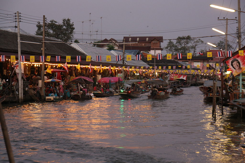 Amphawa_floating_market_Floating_markets_thailand_Bangkok